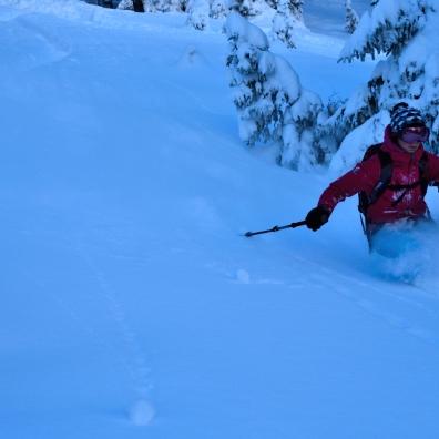 """Der Schnee war unglaublich locker und schön zu fahren. Hier ist Steffi konzentriert """"bei der Arbeit""""."""