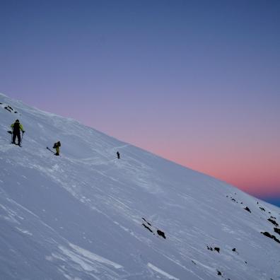Auf dem Weg Richtung Gipfel im Morgenrot