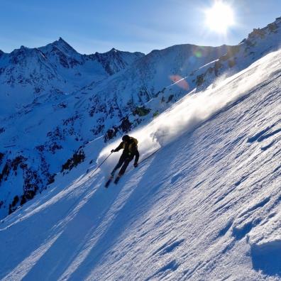 Wenn der Schnee staubt lacht das Skifahrerherz :)