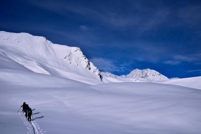 Morgendlicher Aufstieg in Richtung der Norswestflanke des Kastengrats