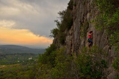Die Kletterwände in Rocha de Pena bieten für alle Schwierigkeitsgrade tollen Fels