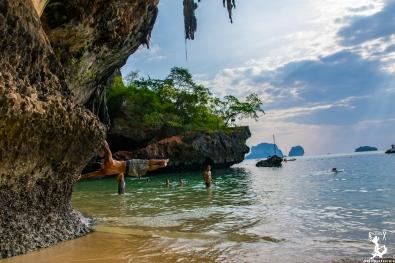 Spielen am Phra Nang Beach
