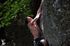 Lukas gegen den Fels :)