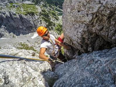 Steile Kletterei in der letzten Seillänge
