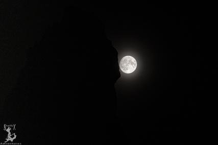 Der Mond neben dem ersten Sellaturm